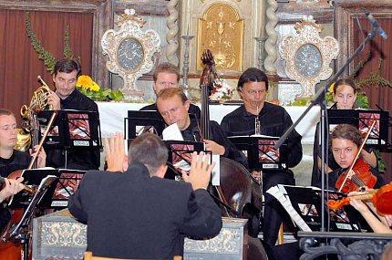Česká komorní filharmonie a Vojtěch Spurný (foto: Pavel Vychodil)