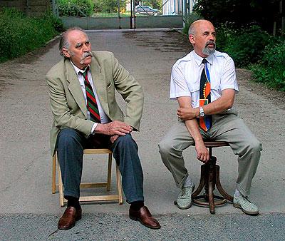 Vladimír Preclík a galerista Jiří Hruška před Galerií Ikaros