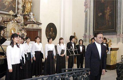 Mladí japonští pěvci ve Slaném (foto: Jiří Jaroch)