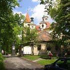 Kostel Nejsv. Trojice ve Slaném (foto: Wikipedia)