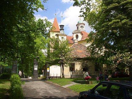 Kostel Nejsv.Trojice ve Slaném (foto: Wikipedia)