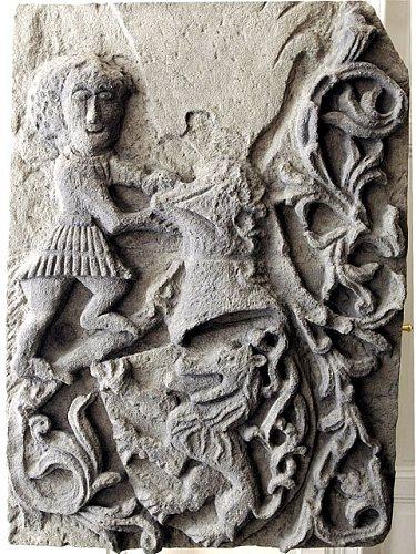 Různé podoby slánského znaku: Velvarská brána (1450)