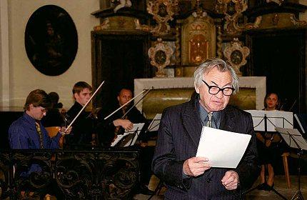 Profesor Leopold zahajuje slavnostní koncert – vernisáž