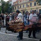 Rožnění uherského býka na Masarykově náměstí