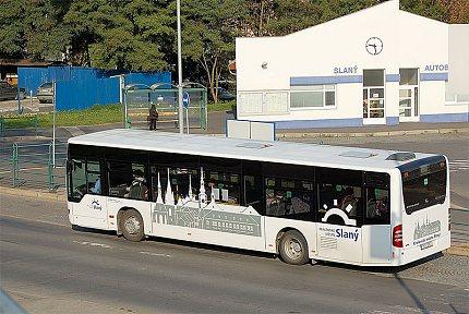 Autobus MHD se siluetou města