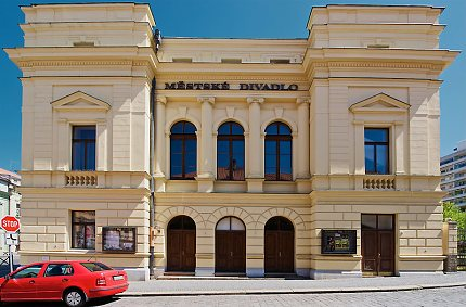 Městské divadlo ve Slaném (1883)