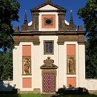 Průčelí kostela sv. Izidora