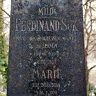 Detail náhrobku MUDr. Ferdinanda Suka