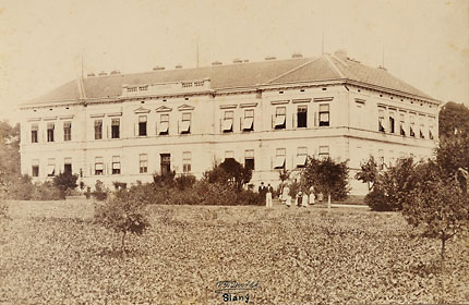Fotografie nejstarší budovy nemocnice (cca 1900)