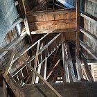 Schodiště a krovy ve věži bývalého Okresního domu