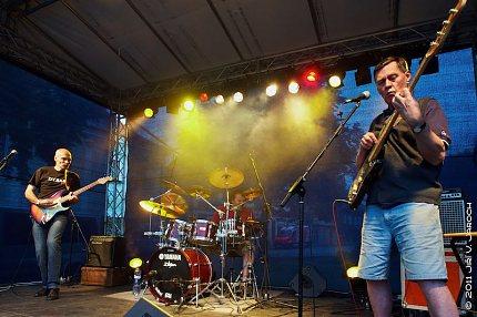 Kladenské bluesové trio bratrů Bartáků – Dynamo