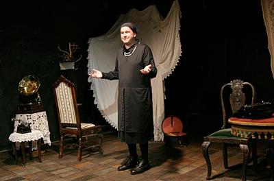 Svou vlastní ženou, Divadlo SoLiTEAter