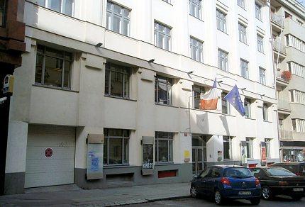 Francouzský institut v Praze, průčelí budovy ve Štěpánské ulici