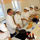 Vaření v ISŠ Slaný s kuchařem Xavierem Pescendou