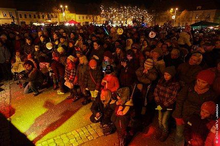 Slavnost světla v roce 2011 na Masarykově náměstí ve Slaném