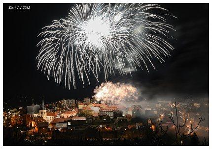Novoroční ohňostroj 2012 ve Slaném (foto Ing.arch. Martin Eibner)