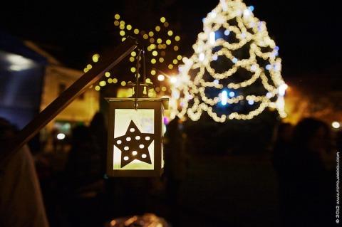 Slavnost světla v roce 2012 na Masarykově náměstí ve Slaném