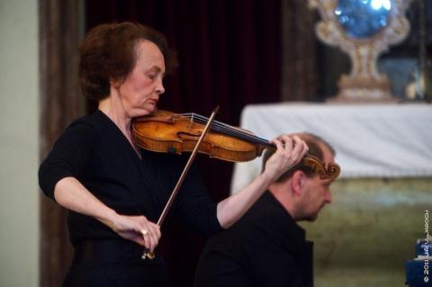 Francouzská houslová virtuózka Gaëtane Provoust ve Slaném v roce 2011