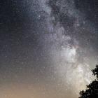 Jeden z prvních pokusů vyfotografovat Mléčnou dráhu v popředí se Sedlem