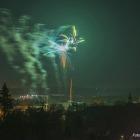 Tradiční novoroční ohňostroj 1. ledna 2015. Masarykovo náměstí ve Slaném.