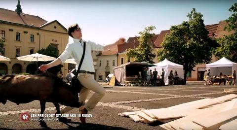 Televizní reklama natáčená na slánském náměstí běží na Slovensku